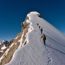 Group of climbers ascending snowy summit_123RF
